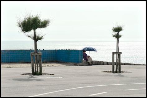 Porto-2011-Frau-am-Meer-mit