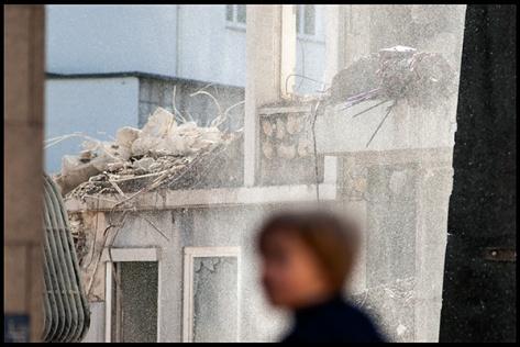 Stuttgart-2015-Dorotheenquartier-15-Druck-40x60-Unscharfe-Person-vor-Abbruch
