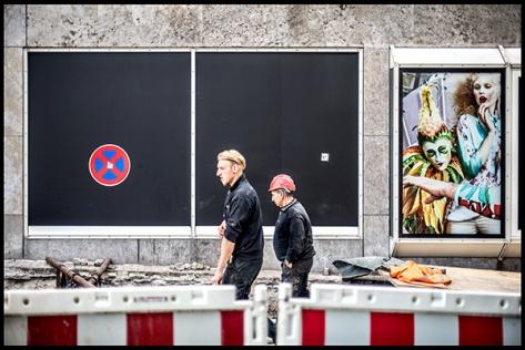 Stuttgart-2015-Dorotheenquartier-19-Druck-40x60-Schaufenster-und-Bauarbeiter