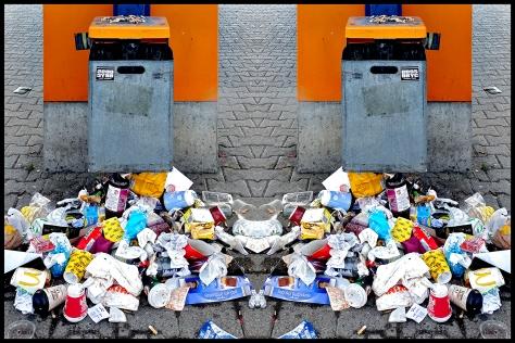 Stuttgart 2017 Abfalleimer mit Müll gespiegelt 2x 30x40