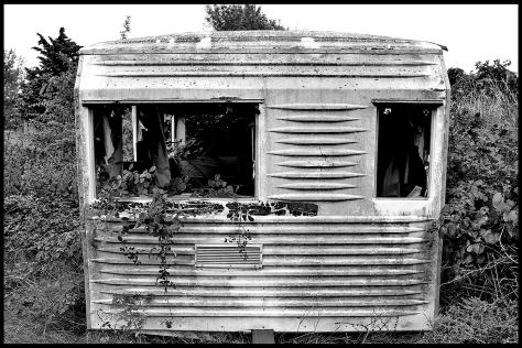 Valras Plage 2011 Wohnwagen Seitenansicht s-w 40x60